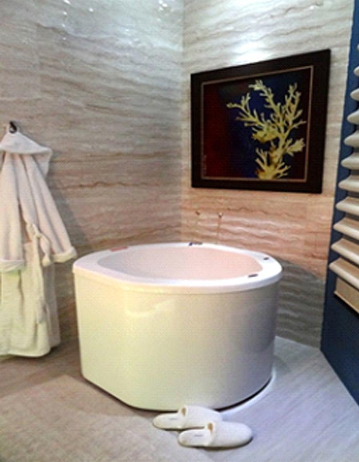 """Mostra Casa Decore, Projeto de Banheiro realizado pela Designer de Interiores Fernanda Seabra com a Obra """"Corais"""" de Raquel Carraro"""